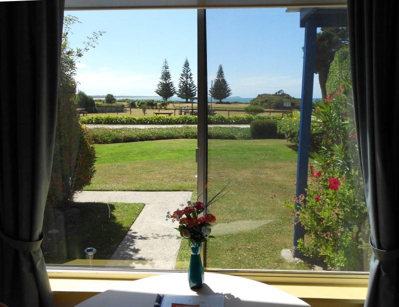 king-island-accommodation-cottage-view-c.jpg