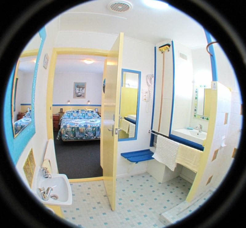 king-island-accommodation-cottages-bathroom-c.jpg
