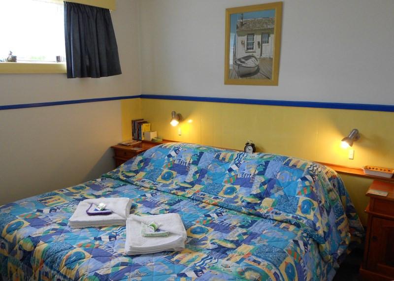 king-island-accommodation-cottages-bedroom.jpg