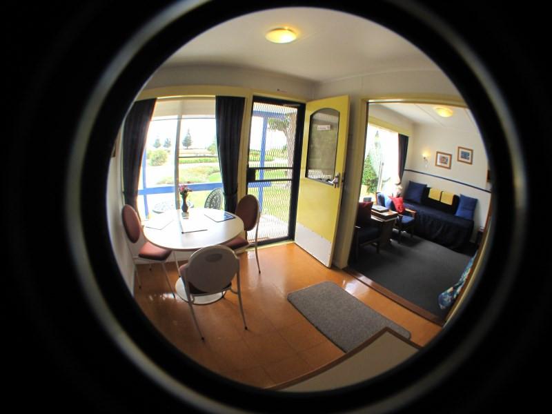 king-island-accommodation-cottages-lounge.jpg