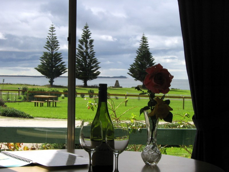 king-island-accommodation-cottages-view.jpg